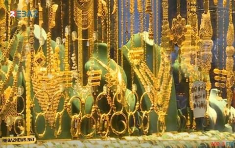 سعر الذهب ينخفض والدولار عند مستواه