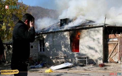 الأرمن يحرقون منازلهم قبل تسليم قراهم لأذربيجان